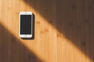 iPhoneの電源ボタンを長押ししても電源が入らない場合の対処法
