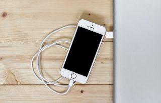 【iPhone】画面が真っ暗のままで全く反応しない場合の対処法