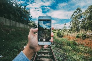 【iPhone】写真を撮影する際に手ブレを防ぐ方法
